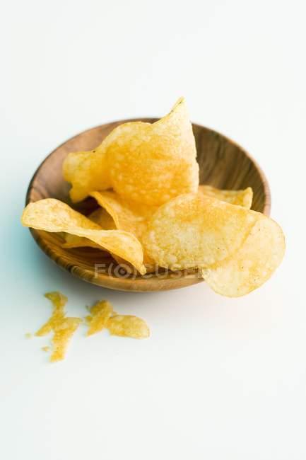 Chips de pommes de terre dans un bol — Photo de stock