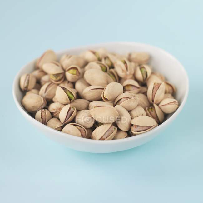 Unshelled Pistachios in bowl — Stock Photo