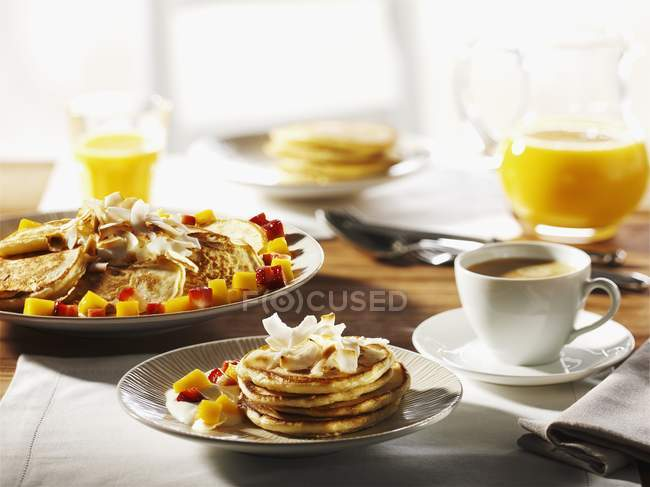 Breakfast with pancakes and coffee — Stock Photo