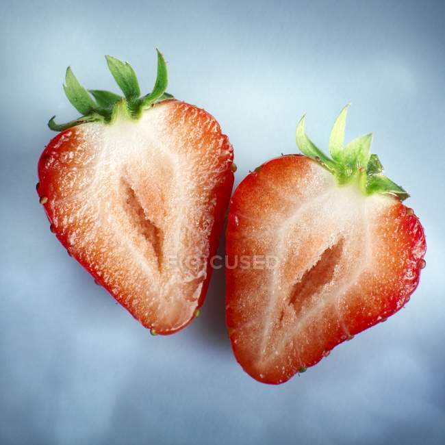 Two halves of strawberry — Stock Photo
