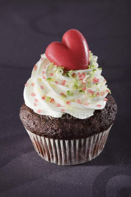Cupcake with marzipan heart — Stock Photo
