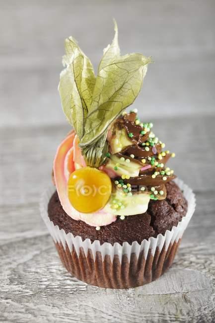 Шоколадный кекс с buttercream — стоковое фото