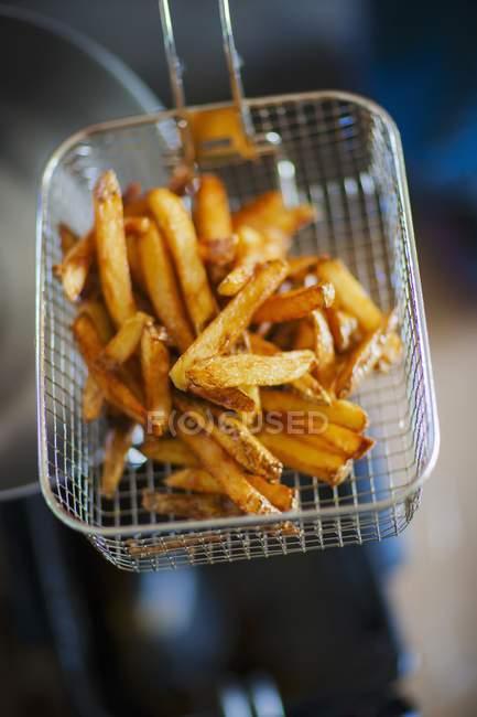 Pommes frites im Korb Braten — Stockfoto