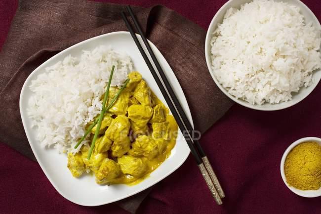 Rindfleisch-Curry mit duftenden Reis — Stockfoto