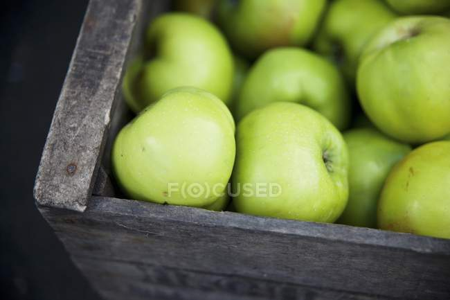 Crate of Granny Smith apples — Stock Photo