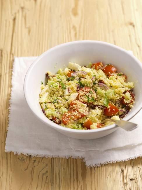 Кус-кус салат з помідорів чері, — стокове фото