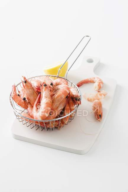 Cooked king prawns in sieve — Stock Photo