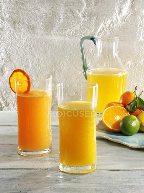 Bicchieri di mandarino e limonata all'arancia — Foto stock
