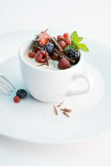 Parfait with fresh berries — Stock Photo