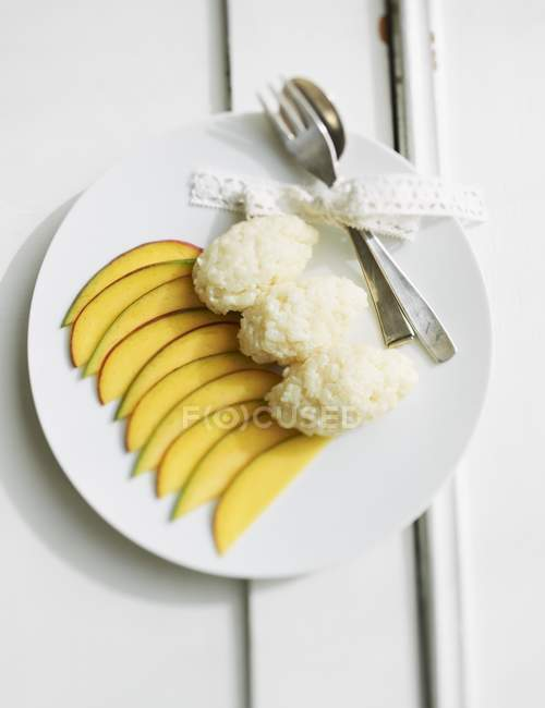 Coconut rice pudding with mango — Stock Photo