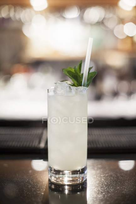 Peppermint cocktail with straw — Stock Photo