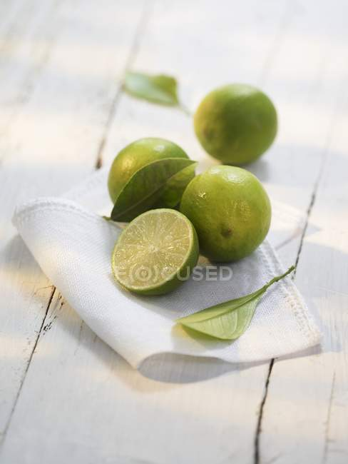 Fresh Limes with cloth — Stock Photo