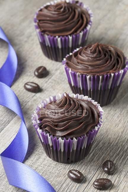 Три кексы шоколад Ганаш — стоковое фото