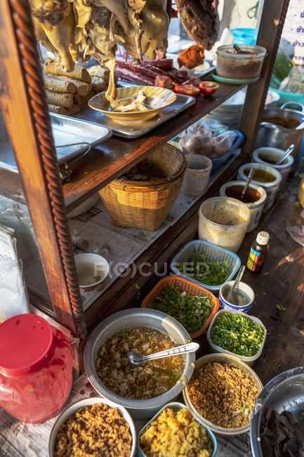Ingrédients pour les plats de nouilles — Photo de stock
