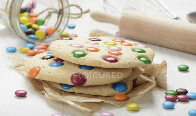 Cookies with coloured chocolate beans — Stock Photo