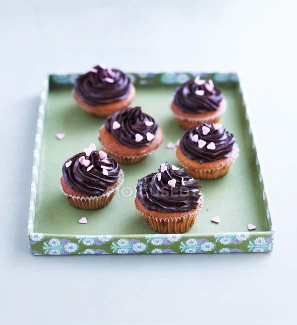 Cupcakes de Oreo en la bandeja de la hornada - foto de stock