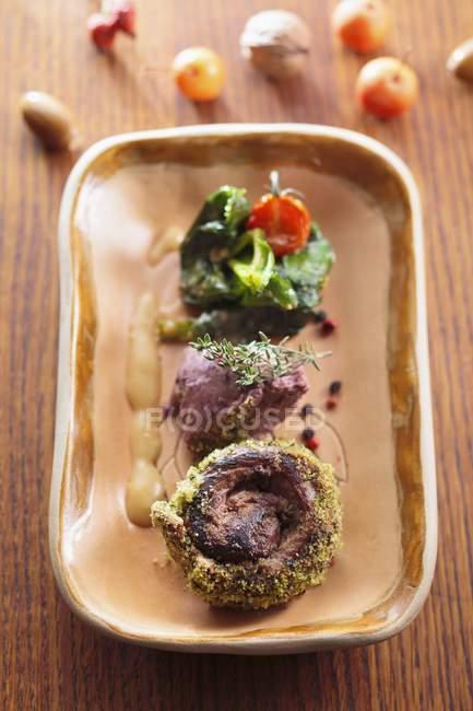 Carne di cervo con contorno di verdure — Foto stock