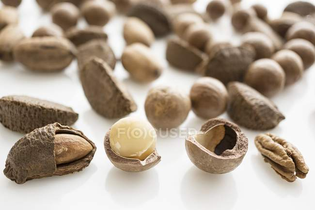 Mixed whole and cracked nuts — Stock Photo