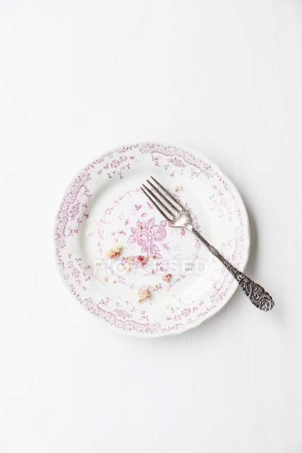 Muffin crumbs and fork on plate — Stock Photo