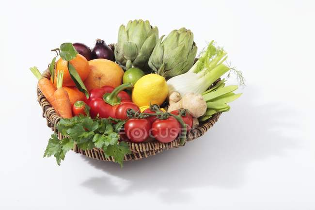 Basket of vegetables with citrus fruits — Stock Photo