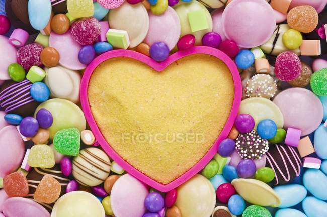 Closeup view of yellow sugar in baking mould surrounded by sweets — Stock Photo