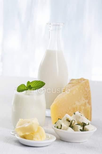 Bodegón con leche - foto de stock