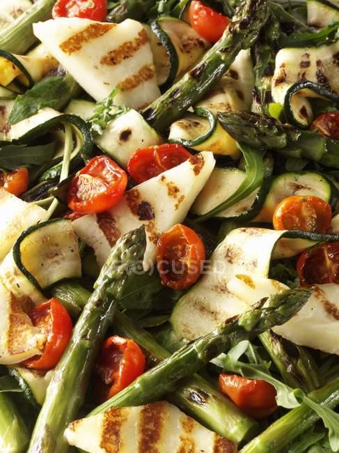 Insalata di zucchine e asparagi — Foto stock