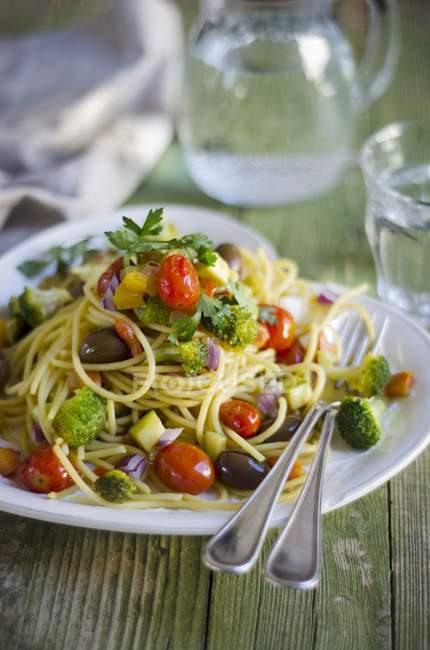 Spaghetti mit Gemüse — Stockfoto