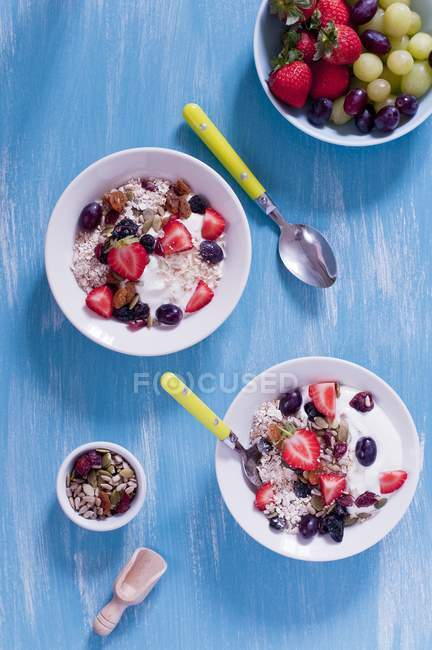 Müsli mit Joghurt und Beeren — Stockfoto