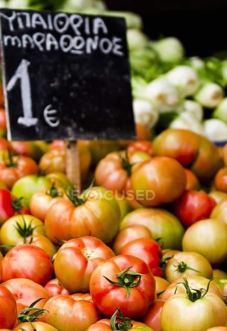 Свежие спелые помидоры — стоковое фото