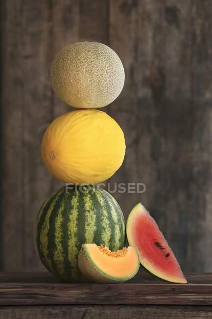 Pila de varios melones - foto de stock