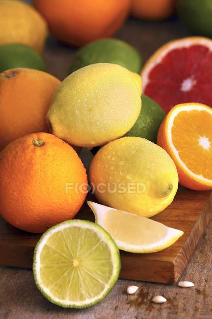 Selection of citrus fruits — Stock Photo
