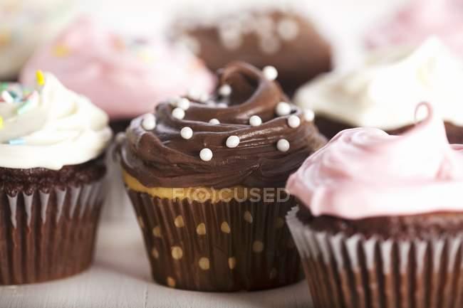 Cupcakes decorados varios - foto de stock