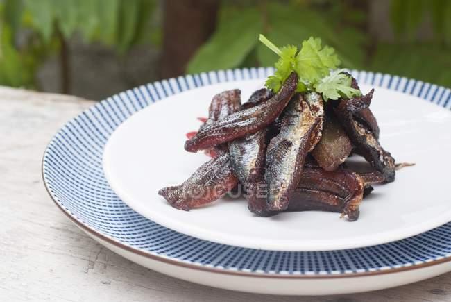 Жареные сушеных сардин — стоковое фото