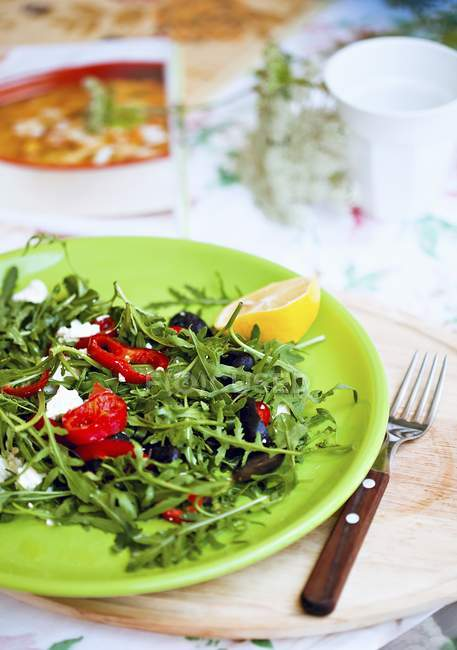 Rocket salad with olives — Stock Photo