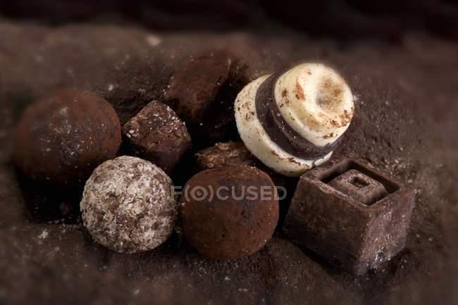 Асорті шоколадні цукерки з різних видів спорту — стокове фото