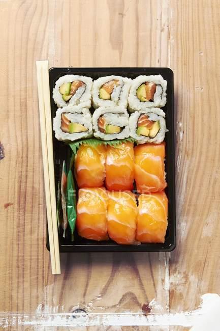 Maki and nigiri sushi with salmon — Stock Photo