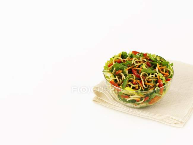 Ensalada de pasta con verduras - foto de stock