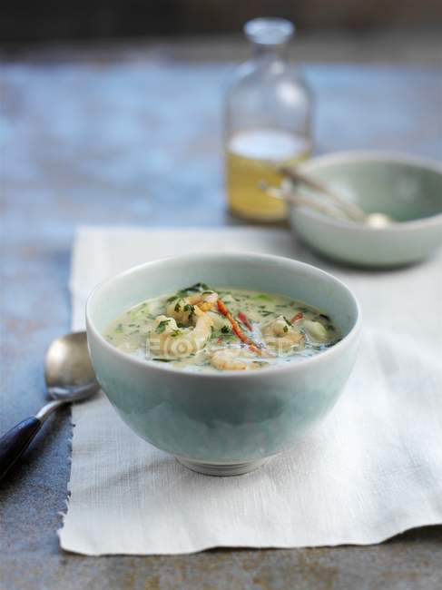 Garnelen-Suppe mit Chili-Paprika — Stockfoto
