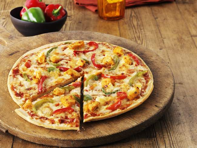 Hot and spicy chicken pizza — Stock Photo