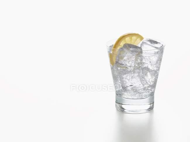 Lemonade with slice of lemon — Stock Photo