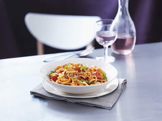 Linguine pasta with prawns — Stock Photo