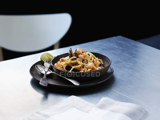 Linguine pasta with seafood — Stock Photo