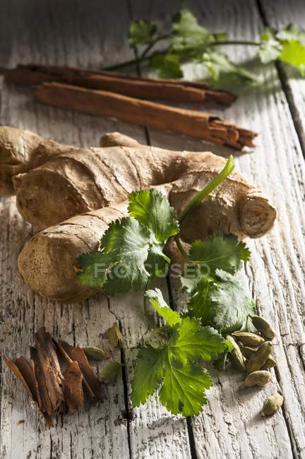 Ginger with cinnamon sticks — Stock Photo