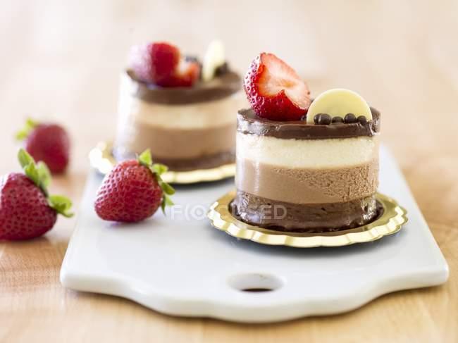 Chocolate branco e escuro — Fotografia de Stock