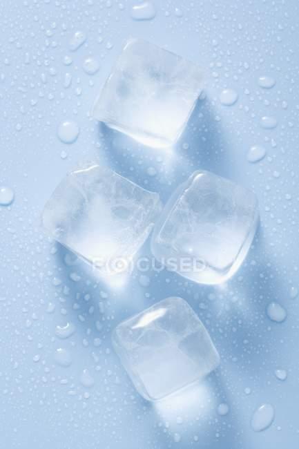 Четыре кубики льда — стоковое фото