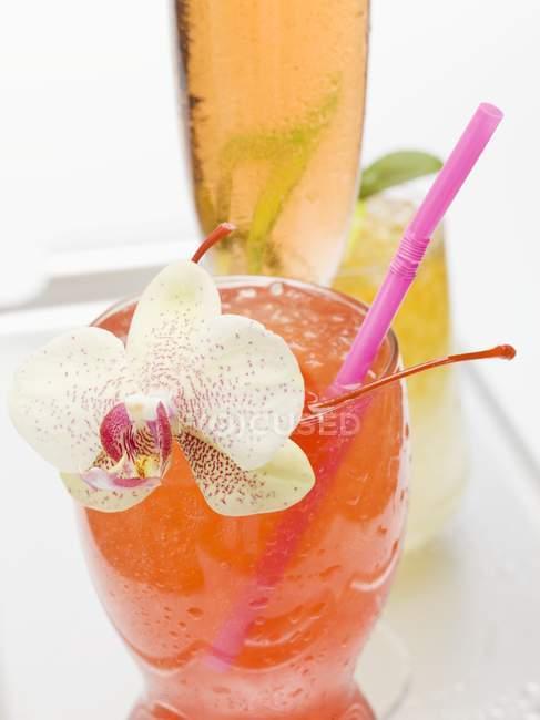 Erfrischende tropische Cocktails — Stockfoto