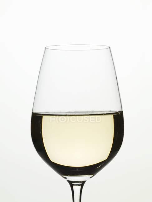 Склянка білого вина. — стокове фото