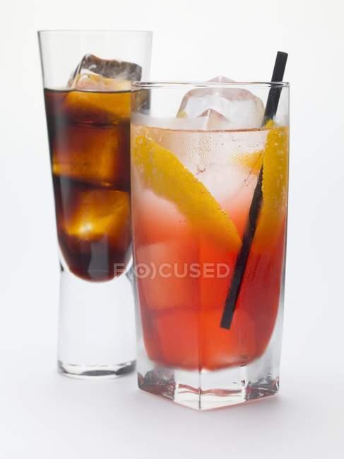 Campari-Limo und ein Glas Bitterschnaps — Stockfoto