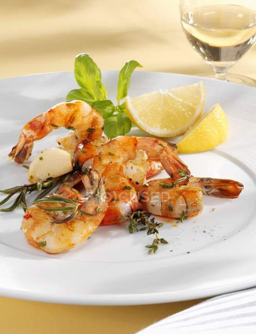 Grilled prawns with herbs — Stock Photo